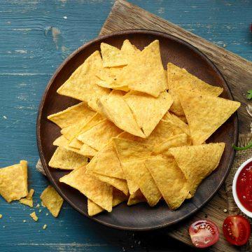 plate-of-corn-chips-nachos-HTZK984-min